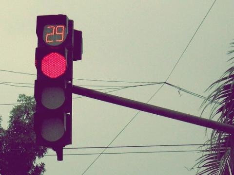 Đồng hồ đếm ngược đèn đỏ liệu có phải là nguyên nhân ?
